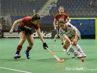 Natascha Keller (li., BHC) gegen Lea Loitsch (re., Alster)