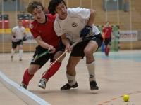 Tobias Lebens (SCC, rechts) kämpft mit einem Gladbacher Spieler um den Ball