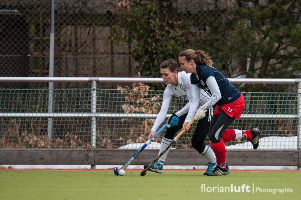 Marlene Kenckel (li., TuS Lichterfelde), Vanessa Blink (re., Mannheimer HC)