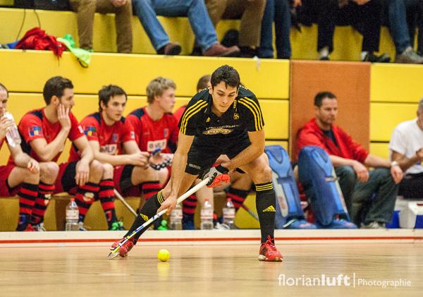Benjamin Stanzl (HTHC) im Viertelfinale gegen den Berliner HC am 01.02.2014 im Berliner Cole-Sports-Center.