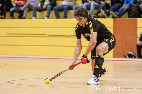Welthockeyspieler 2013 Tobias Hauke vom HTHC im Viertelfinale gegen den Berliner HC am 01.02.2014 im Berliner Cole-Sports-Center.